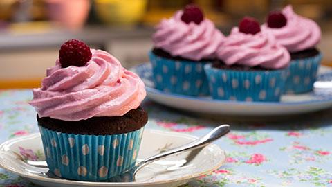 Schoko Kusst Himbeer Cupcakes Rezept Essen Und Trinken